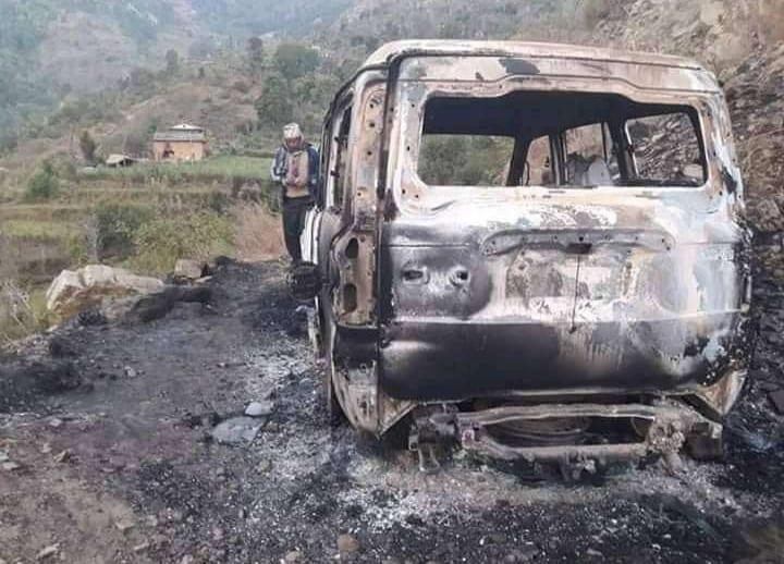 प्रदेश सांसद सिंहको गाडिमा आगजानी