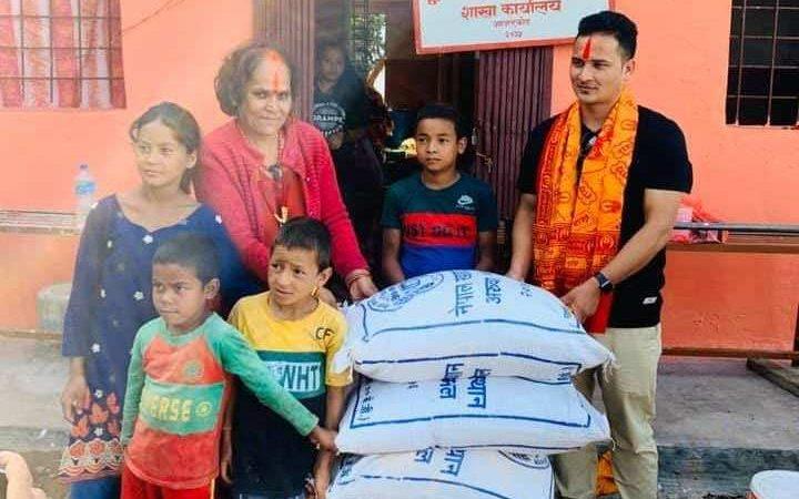 विद्यार्थी नेता बस्नेत द्धारा जन्म दिनको अवसरमा अनाथालयमा खाद्यान्न सहयोग