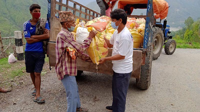 स्टोरीज अफ नेपालद्धारा भेरीका ५० विपन्न परिवारलाइ खाद्य सहयोग